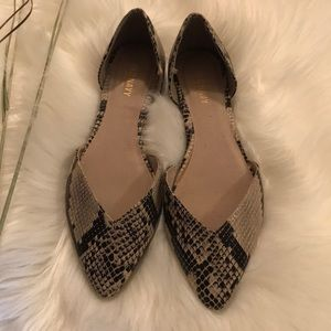 Old Navy Shoes - The old navy snake print shoes